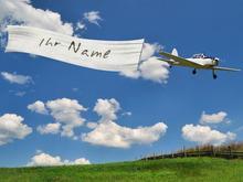 Flugzeug mit Fahne